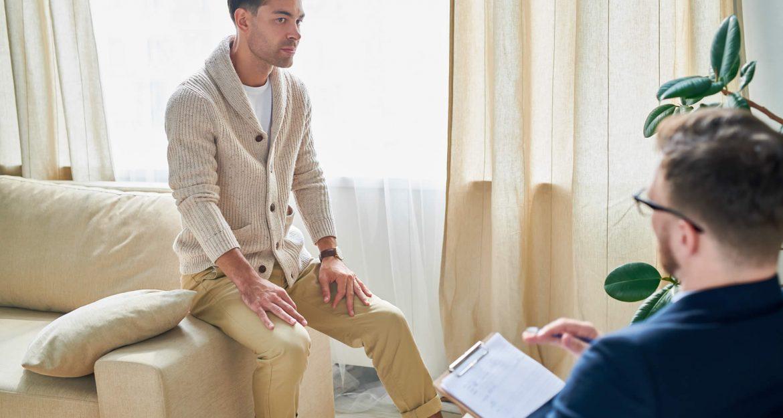 patient-listening-to-psychiatrists